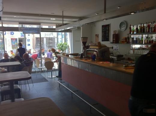 Ein Foto aus dem Innenraum der Bar Marinella in Ingolstadt